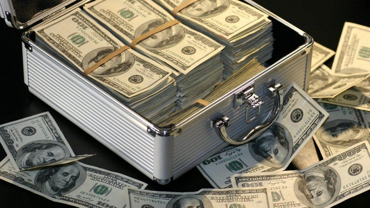 מזוודה מלאה בכסף
