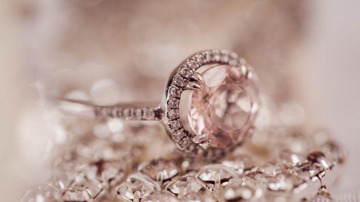טבעת יהלומים ורודה